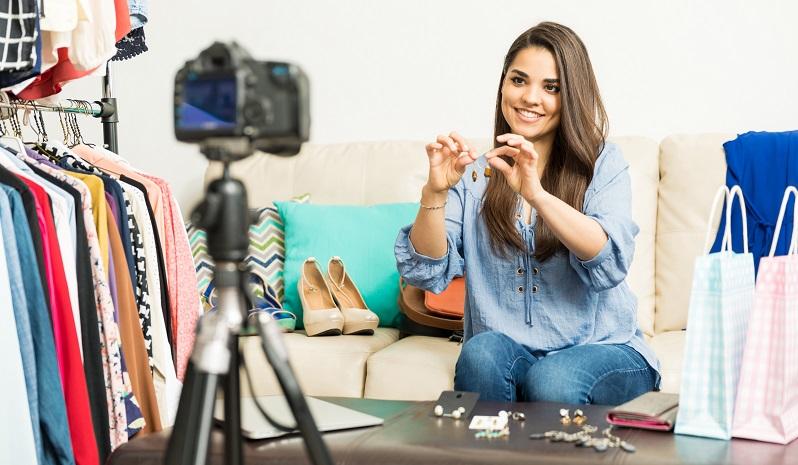 Oft wird der Unterschied zwischen Werbespot und Produktvideo nicht wirklich begriffen. Natürlich ist ein Produktvideo in der Regel länger als ein handelsüblicher Werbespot. Aber im Gegensatz zum Werbefilm soll der Produktfilm weitergehende Informationen vermitteln. (#04)