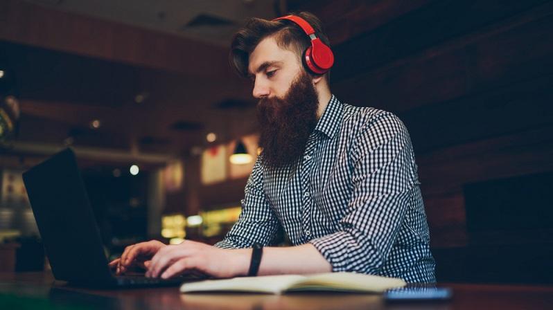 Natürlich kann man die meisten Soundkarten auch mit generischen Treibern zum Laufen bringen. Wer aber die Möglichkeiten des Realtek-Soundchips vollständig ausschöpfen möchte, sollte unbedingt die aktuellen Realtek HD Audiocodecs Treiber installieren. (#01)